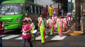 Orizaba, Ver., 26 de mayo de 2017.- La tarde de este viernes, la Caravana por la Democracia, organizada por el Instituto Nacional Electoral, recorrió calles de este municipio para promover el voto durante las elecciones del próximo 4 de junio.