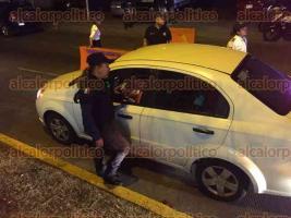 Xalapa, Ver., 27 de mayo de 2017.- El operativo de alcoholimetría se instaló en la avenida Maestros Veracruzanos, durante la madrugada de este sábado.