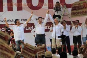 Coatzacoalcos, Ver., 27 de mayo de 2017.- El líder nacional de MORENA, Andrés Manuel López Obrador y los diputados federales Rocío Nahle y Cuitláhuac García, fueron los anfitriones del cierre de campaña del candidato a la alcaldía de este municipio, Víctor Carranza.