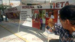 Coatzacoalcos, Ver., 27 de mayo de 2017.- Disidentes de MORENA se dieron cita en el Parque Independencia, lugar donde Andrés Manuel López Obrador dio fin a su gira por el Estado.