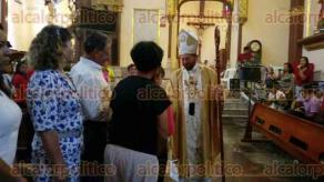 Xalapa, Ver., 28 de mayo de 2017.- Como cada domingo, el arzobispo Hipólito Reyes Larios ofició la misa en la Catedral de esta ciudad.