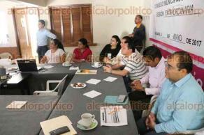 Xalapa, Ver., 28 de mayo de 2017.- Los consejeros del OPLE, Juan Manuel Vázquez, Iván Tenorio Hernández y Jorge Alberto Hernández, acudieron al Consejo Municipal número 10, para dar seguimiento al tercer simulacro PREP.