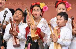 Coatepec, Ver., 28 de mayo de 2017.- Con diversos ensambles musicales, se efectuó el Encuentro Veracruzano de Arpas; participaron Nematatlín, Achtli Coconi, Trovadores de Barlovento, Son Cinco, Tlen Huicani, referente y gran representante del folcklor veracruzano.