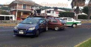 Banderilla, Ver., 29 de mayo de 2017.- La mañana de este lunes se registraron choques múltiples sobre el bulevar Xalapa-Banderilla, todos casi a la altura de la primera entrada a este municipio.
