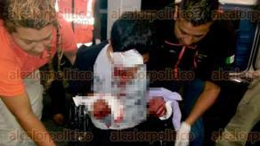 Xalapa, Ver., 29 de mayo de 2017.- La madrugada de este lunes, vecinos solicitaron el apoyo de cuerpos de auxilio luego de escuchar los gritos de dos jóvenes que fueron atacados por maleantes en la colonia Naranjal. Las víctimas fueron trasladadas al CAE.