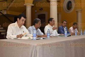 Xalapa, Ver., 29 de mayo de 2017.- Encuentro con el Colectivo Metropolitano por la Democracia, al cual sólo asistieron los candidatos del PRI-PVEM, Alejandro Montano y del PT, Juan David Ovando, en el casino xalapeño.