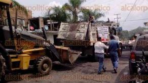 Papantla, Ver., 29 de mayo de 2017.- El candidato del PT, Bonifacio Castillo, dio inicio a labores de reparación en diversos puntos de la ciudad.