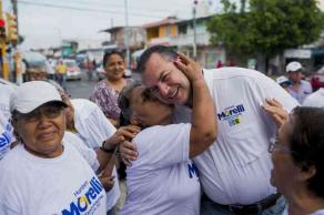 Boca del Río, Ver., 29 de mayo de 2017.- Humberto Alonso Morelli, candidato de la alianza PAN-PRD a la alcaldía, invitó a los boqueños a ser parte del triunfo que se acerca este 4 de junio.