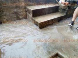 Xalapa, Ver., 29 de mayo de 2017.- Reportan que vivienda de la calle Bogotá se inundó con las lluvias de esta tarde debido a que fueron retiradas las guarniciones; no estaban hechas por capricho, señala lector.