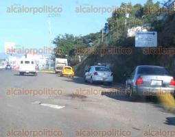 Emiliano Zapata, Ver., 23 de junio de 2017.- Reporta que cuando no se reparó el puente 62 de la Central de Abasto no se arreglaron las laterales y por las malas condiciones, en la zona se genera mucho tráfico; urge a autoridades para que atiendan la solicitud.