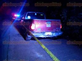 Oluta, Ver., 24 de junio de 2017.- La noche del viernes se registró un ataque armado contra tres personas; autoridades aseguraron una camioneta con armas largas que fueron usadas en la agresión; los responsables lograron huir.