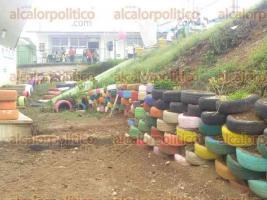 """Xalapa, Ver., 24 de junio de 2017.- Alumnos de la escuela de bachilleres """"Ricardo Flores Magón"""", entregaron al Jardín de Niños """"Ajitzi"""" varios muebles creados con neumáticos reciclados, esto durante la campaña"""
