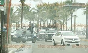 Veracruz, Ver., 26 de junio de 2017.- Un convoy de policías federales patrulla las calles de la zona conurbada Veracruz-Boca del Río, como parte del operativo de reforzamiento de seguridad.