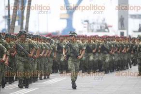 """Veracruz, Ver., 27 de junio de 2017.- Ensayo militar en la plaza del faro """"Venustiano Carranza"""", para conmemorar el retiro de las tropas francesas del Puerto de Veracruz."""