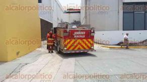 Veracruz, Ver., 19 de julio de 2017.- Bomberos Municipales y Protección Civil Municipal atendieron un conato de incendio en el en el cuarto de control de motores del Acuario de Veracruz. Turistas vieron cómo salía humo que provenía de dicha área del recinto, siendo desalojados por su seguridad.
