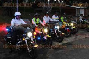 Xalapa, Ver., 20 de julio de 2017.- Personal operativo de Tránsito, Policía Vial y SSP implementó un operativo para resguardar la seguridad de automovilistas y transeúntes durante la marcha de docentes.