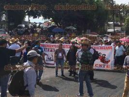 Xalapa, Ver., 20 de julio de 2017.- En punto de las 10:15 horas inició la marcha por parte de profesores de la MMPV-CNTE, sobre la carretera Xalapa-Veracruz, con dirección al Congreso del Estado.