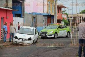 """Veracruz, Ver., 20 de julio de 2017.- La mañana de este jueves, elementos de Tránsito efectuaron un operativo para retirar autos """"maceta"""", en la colonia Quinta María."""