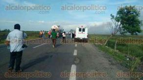Agua Dulce, Ver., 20 de julio de 2017.- La carretera costera en el tramo Coatzacoalcos-Villahermosa fue cerrada al paso vehicular desde las 16:00 horas, luego de registrarse un accidente entre varios autos y un pipa.