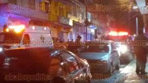 Xalapa, Ver., 20 de julio de 2017.- Sobre la céntrica calle de Acosta, entre Clavijero y 20 de Noviembre, dos sujetos mataron a un hombre a balazos. Al sitio acudieron autoridades y paramédicos. Los agresores huyeron.
