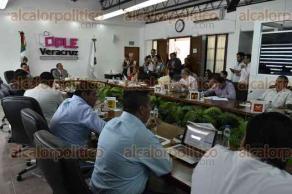 Xalapa, Ver., 21 de julio de 2017.- La tarde de este viernes se efectuó la sesión extraordinaria del Consejo General del OPLE, a la cual sólo asistieron cinco consejeros electorales.
