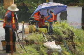 Medellín de Bravo, Ver., 21 de julio de 2017.- Colocan concreto en los márgenes del río Jamapa, a la altura de la comunidad de Playa de Vacas, para prevenir el deslave de las orillas y así evitar accidentes.