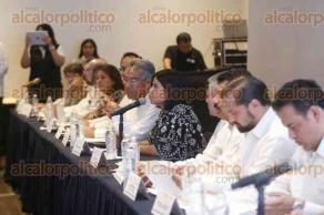 Veracruz, Ver., 21 de julio de 2017.- Autoridades estatales y federales instalaron la Primera Sesión del Consejo Estatal de Desarrollo Urbano, Ordenamiento Territorial y Vivienda. La titular de SEDESOL estatal, Indira Rosales y el subsecretario de SEDATU, Enrique González, encabezaron la firma de convenio.