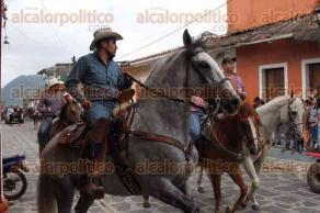 Xico , Ver., 21 de julio de 2017.- Este viernes se efectuó una procesión de arrieros y vaqueros por calles del municipio, como parte de las fiestas patronales en honor a Santa María Magdalena.