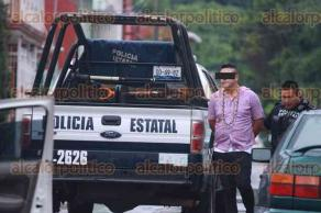 Xalapa, Ver., 21 de julio de 2017.- Luego de una persecución de autos en calles de la colonia Constituyentes, entre civiles, elementos de la Policía Estatal detuvieron a un hombre. Por estos hechos, al menos un taxi, un automóvil Sentra y otros tres vehículos resultaron dañados.
