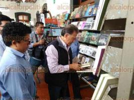 Xalapa, Ver., 22 de julio de 2017.- El gobernador Miguel Ángel Yunes Linares arribó a los stands de la Feria del Libro Infantil y Juvenil de Xalapa, en el Colegio Preparatorio.