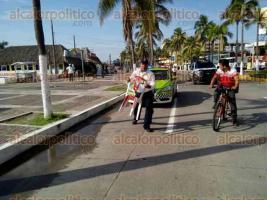 Veracruz, Ver., 22 de julio de 2017.- Los elementos de la Delegación de Tránsito de Veracruz efectuaron un operativo para retirar objetos que apartaran lugares sobre el bulevar Ávila Camacho en este Puerto.