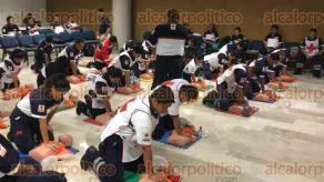 Córdoba, Ver., 23 de julio de 2017.- Al menos 50 elementos de la Cruz Roja recibieron este domingo un curso de actualización en Reanimación Cardiovascular por parte de personal de Aspec Prehospital, esto a fin de poder profesionalizarse y mejorar la atención a pacientes con crisis.