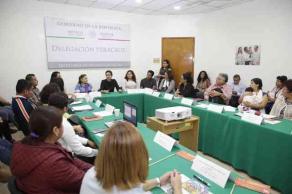 """Xalapa, Ver., 25 de julio de 2017.- La delegada federal de SEDESOL, Anilú Ingram, entregó apoyos de la convocatoria """"Desarrollo Integral, alimentación, cohesión e inclusión social e igualdad de género en los Estados 2017""""; beneficiará a 18 municipios."""
