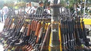 Xalapa, Ver., 26 de julio de 2017.- La mañana de este miércoles, en el parque Juárez se efectuó la Ceremonia de destrucción de armas de fuego, por parte de personal del Ejército Mexicano.