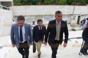 Xalapa, Ver., 26 de julio de 2017.- El diputado federal, Alberto Silva Ramos, llegó a la Fiscalía General del Estado acompañado por su abogado.