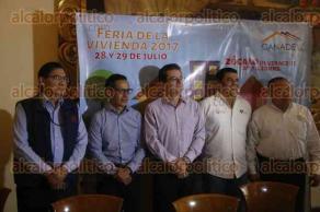 Veracruz, Ver., 26 de julio de 2017.- El delegado del INFONAVIT en Veracruz, José Treviño, anunció la Feria de la Vivienda 2017 que será los días 28 y 29 de julio en el Zócalo de la ciudad.