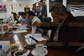 Xalapa, Ver., 26 de julio de 2017.- La tarde de este miércoles fue la sesión ordinaria del Consejo General del Organismo Público Local Electoral, presidida por el consejero presidente, Alejandro Bonilla, en la que se discutieron 9 puntos.