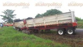 Veracruz, Ver., 26 de julio de 2017.- Esta tarde, cuerpos de emergencia se movilizaron sobre la autopista Veracruz-Córdoba, luego de recibir el reporte de un accidente vehicular poco antes de llegar a la caseta de peaje de Paso del Toro.