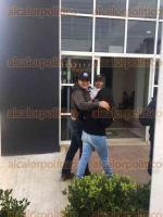 Pacho Viejo, municipio de Coatepec, Ver., 27 de julio de 2017.- El fiscal general del Estado, Jorge Winckler Ortiz, invitó a una reportera a ingresar a la audiencia de Gabriel Deantes, mientras que a todos los demás comunicadores se les prohibió el acceso.