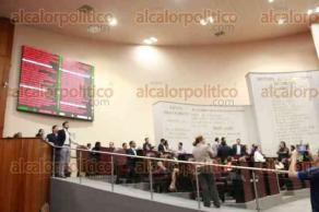 Xalapa, Ver., 27 de julio de 2017.- Con 38 votos a favor, 11 en contra y cero abstenciones fue aprobado el dictamen presentado por el gobernador Miguel Ángel Yunes Linares, para crear fideicomiso para reestructurar la deuda.