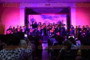 Xalapa, Ver., 27 de julio de 2017.- La tarde de este jueves se efectuó la primera callejoneada partiendo de la Plazuela del Carbón con rumbo al Casino Jalapeño, donde se realizó el concierto inaugural del 4to Festival de Tunas Femeniles Xalapa 2017.