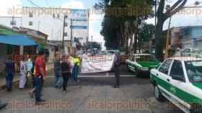 Xalapa, Ver., 16 de agosto de 2017.- Tal como lo habían anunciado, vecinos de la colonia Progreso se manifestaron en la esquina de la calle Tijuana con Aguascalientes, en repudio a la inseguridad y la creciente ola de robos y asaltos en esa zona.