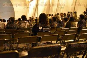 Xalapa, Ver., 16 de agosto de 2017.- La noche de este miércoles en punto de las 20:00 horas se inauguró la segunda edición de la Muestra Internacional de Cine con Perspectiva de Género, con una proyección en la plazoleta del barrio de Xallitic.