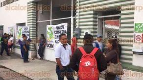 Xalapa, Ver., 17 de agosto de 2017.- Desde las 4:00 horas de este jueves, comenzaron a arribar integrantes de la Unión Campesina e Indígena Nacional A. C., para manifestarse en las oficinas de SEDARPA, piden se cumpla con la entrega de apoyos productivos.