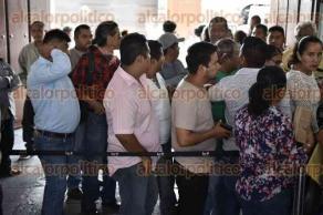 Xalapa, Ver., 17 de agosto de 2017.- Previo a la sesión del OPLE y entrega de constancias, militantes del Partido Nueva Alianza llegaron para apoyar al alcalde electo de Uxpanapa, Esteban Campechano Rincón.