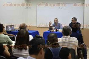 """Xalapa, Ver., 17 de agosto de 2017.- El profesor Pablo Piccato, de la Universidad de Columbia, impartió la conferencia """"Interpretaciones del homicidio en México"""", en la sala 2 del Instituto de Investigaciones Histórico-Sociales."""