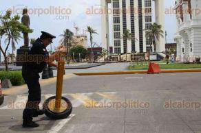 Veracruz, Ver., 18 de agosto de 2017.- Este viernes la Delegación de Tránsito de Veracruz retiró 3 toneladas de mostrencos de las calles del Centro Histórico. Se llevaron: sillas, concreto colado en tubo, llantas, cubetas e incluso un sofá.