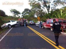 Papantla, Ver., 18 de agosto de 2017.- El presidente del DIF municipal de Gutiérrez Zamora, Joaquín Bernal Barrón, se accidentó sobre la carretera Papantla-Gutiérrez Zamora.