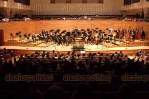 Xalapa, Ver., 18 de agosto de 2017.- La noche de este viernes la Orquesta Sinfónica de Xalapa celebró sus 88 años con un concierto en el Centro Cultural Tlaqná.