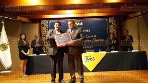 Xalapa, Ver., 19 de agosto de 2017.- El rector de la Universidad de La Habana, Gustavo Cobreiro Suárez, fue investido del doctorado Honoris Causa por el rector de la Universidad IVES Carlos Luna.